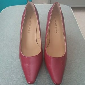 Karen Scott red pumps Sz 8
